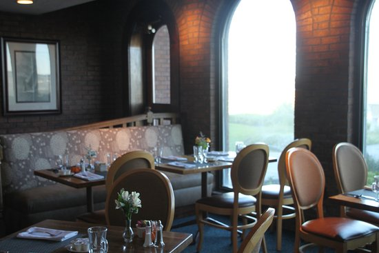 Harbourtowne Resort: Another view of the Dining Room