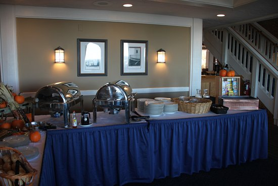 Harbourtowne Resort: Hot Items on the Buffet