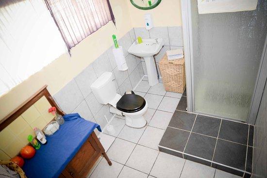 Kempton Park, África do Sul: Double Room - private en-suite shower