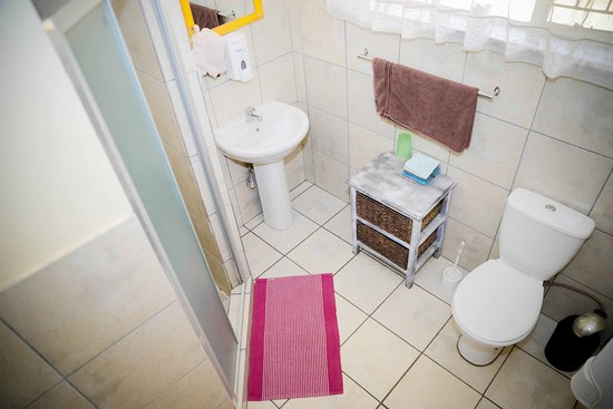 Terrylin Backpacker's Hostel: Shower for Dorm and Two Twin Rooms