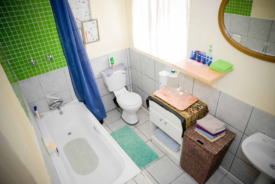 Terrylin Backpacker's Hostel: Family Room Bathroom