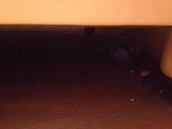 Hotel Old Quarter: sotto il letto al mio arrivo!