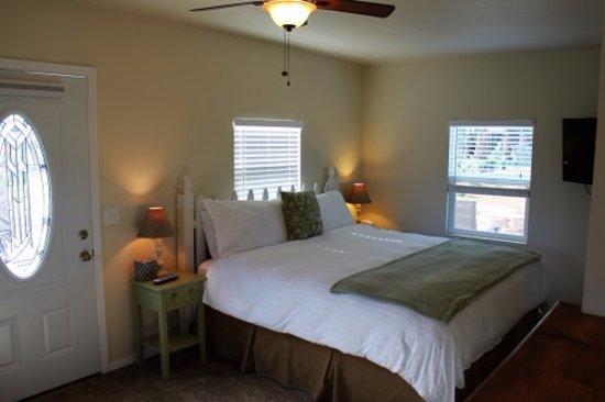 Baywood Park, Kalifornia: Bungalow king size bed