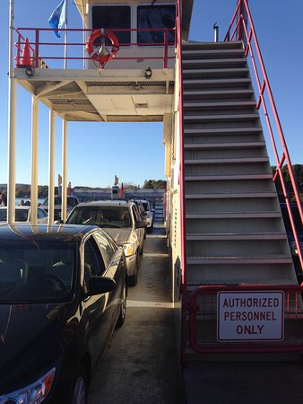 Merrimac, วิสคอนซิน: Car deck of the ferry.