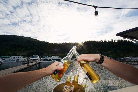 Sicamous, Канада: Cheers!