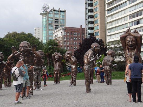 English Bay: Esculturas do sorriso