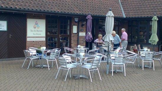 Taverham, UK: Outdoor seating.