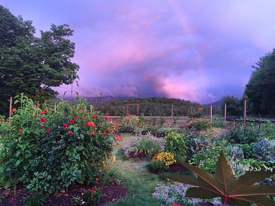 Keene, Νέα Υόρκη: Garden Sunset Rainbow