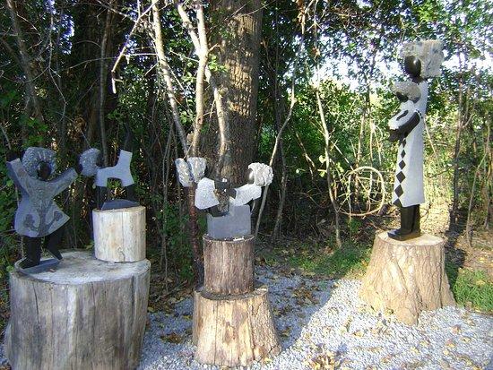 Bailieboro, Canadá: Zimart Rice Lake Gallery Shona Stone Sculptures