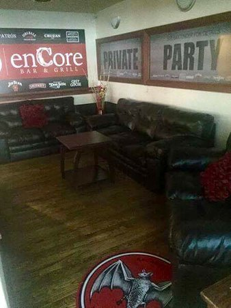 Altoona, WI: VIP 3 couches