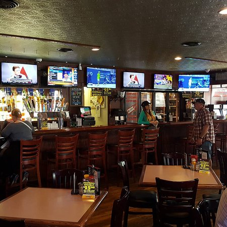 Altoona, WI: Our main bar. 9HD Televisions