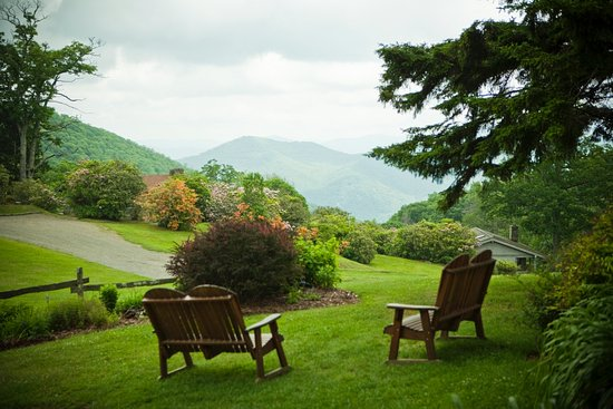 Horseback riding on the hills of Cataloochee ranch  - Review