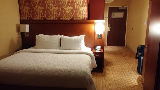 Holiday Inn & Suites Milwaukee Airport Photo