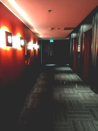 Enfield, Canada : Hallway of our floor.