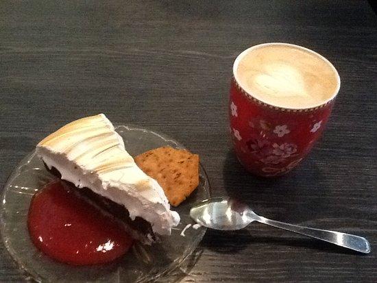 Harstad, Norwegia: Торт и капуччино