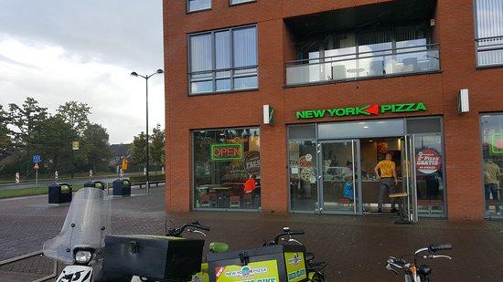 Heerhugowaard, Nederländerna: Entree bij winkelcentrum Middenwaard