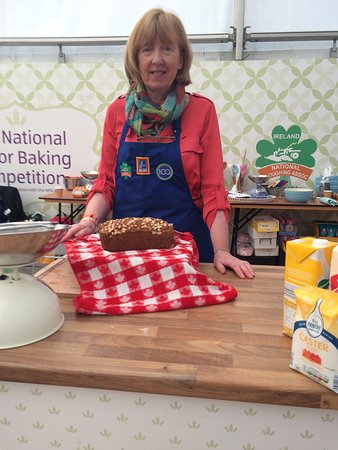 Butlerstown, Irlanda: Phyllis,s brown bread, winner of the National Brown Bread Baking Competition 2016