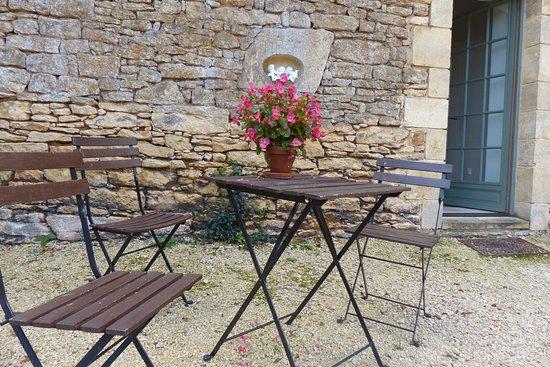 Sainte Nathalene, Prancis: Terrasse devant un appartement de vacances