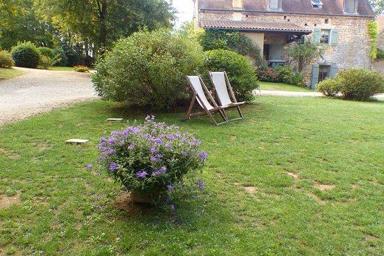 Sainte Nathalene, Prancis: grand jardin de détente