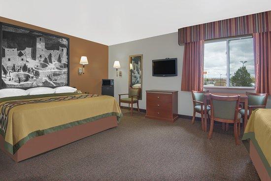 Super 8 Alamosa: 2 King Suite