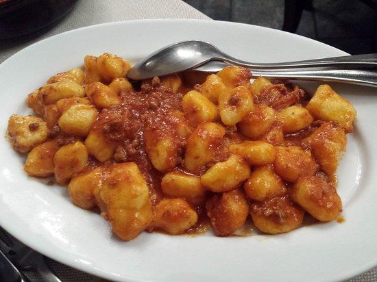 Staffolo, Italia: Gnocchi al ragù di papera 1 porzione