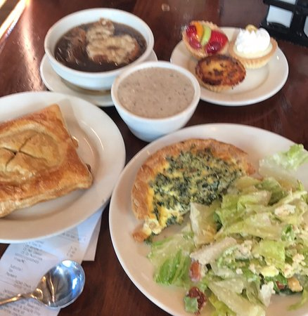 La Madeleine French Bakery & Cafe: Lunch