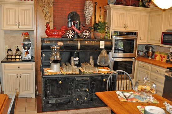Kitchen with antique stove/oven - Picture of Captain Lord ...
