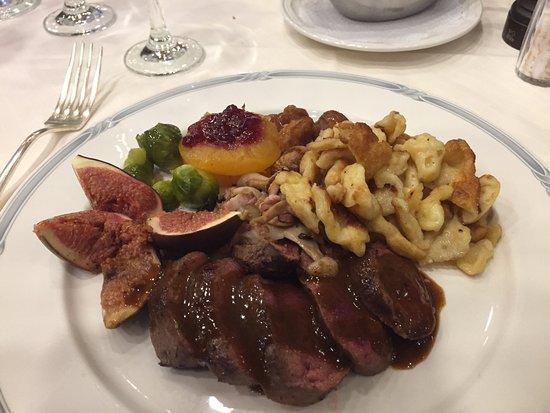 """Ecublens, Swiss: Un souper """"Chasse"""" - toujours un régal.... et le tout, avec de bons vins."""