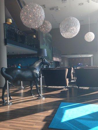 Motel One Wien Westbahnhof: Recepção