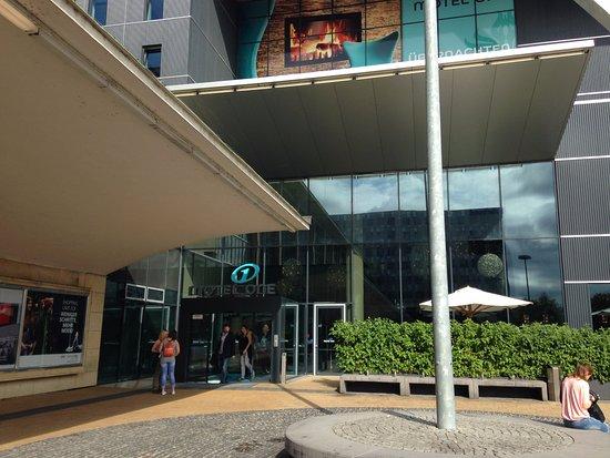 Motel One Wien Westbahnhof: Fachada do hotel