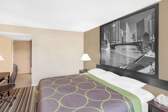Morton Grove, IL: Guest Room