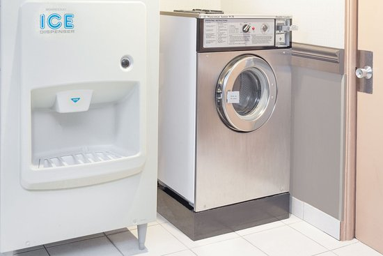 Morton Grove, IL: Laundry/Ice Facilities