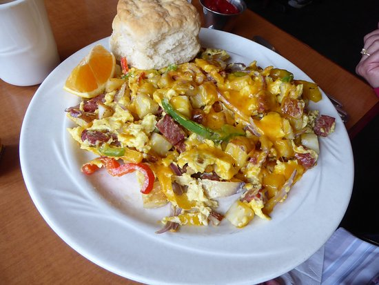 Snohomish, WA: The German sausage scramble/omelet was enormous, so was the biscuit