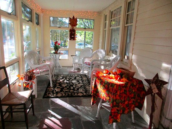 The Village Inn Bed and Breakfast : Porch