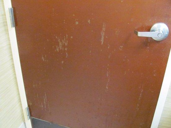 สตอกบริดจ์, จอร์เจีย: Bathroom door was need of paint & repair would not close.