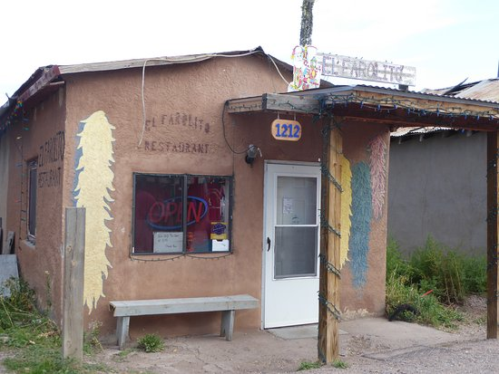 El Rito, NM: The outside of this very popular establishment