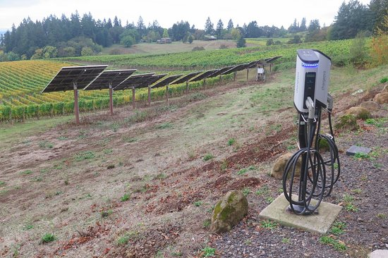 Dundee, OR: EV recharging, solar panels