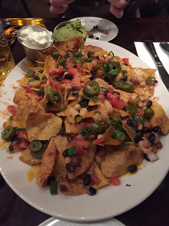 Hard Rock Cafe München: Little beer after drinking steins at Oktoberfest, nachos definitely to share & Texan burger!