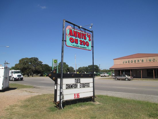 Giddings, Teksas: Watch for the sign. Annie's is right by Sonic on East Hwy. 290