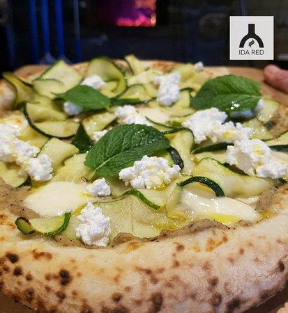 Macedon, Avustralya: Babazouk - woodfire pizza special