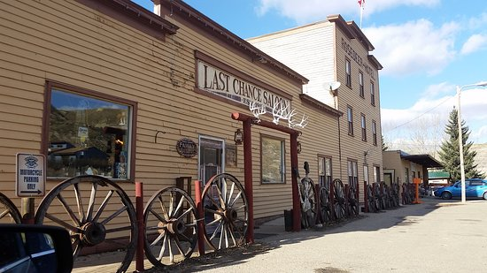 Last Chance Saloon: We stopped in during a road trip,after seeing a sign on the main road into Drumheller. The staff