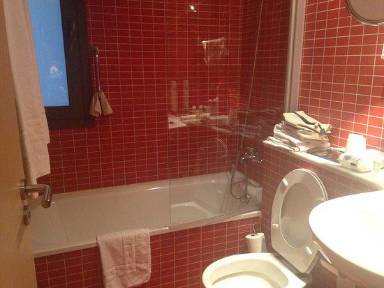 la salle de bain complete avec bain douche lavabo toilette