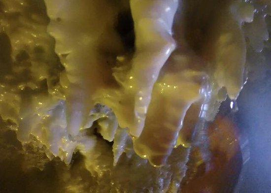 Ainsworth Hot Springs, Canadá: les stalagtites à l'intérieur de la caverne