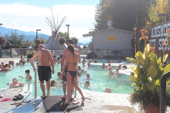 Ainsworth Hot Springs, Canada : Il ya beaucoup de gens