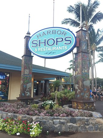 Maalaea, Hawaï: located near these shops