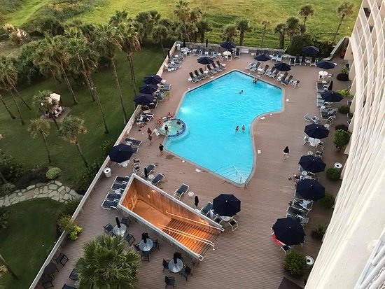 The Galvestonian: The pool and the hot tub.