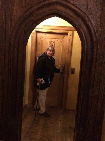 Hotel Gotisches Haus: Hallway and door to room #11