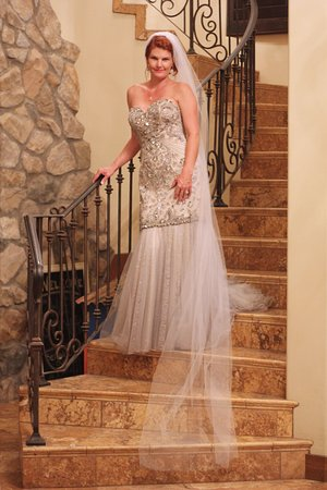 Kief-Joshua Vineyards: Bride on the stairs.