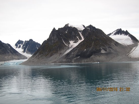 Magdalenefjord Svalbard: Glaciers in the fjord