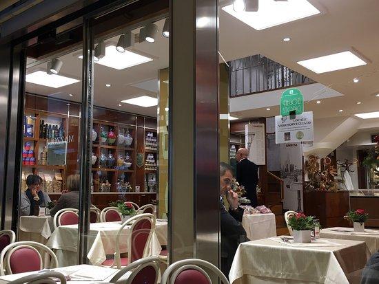 Bar interno centro commerciale shopville gran reno for Hotel casalecchio di reno vicino unipol arena